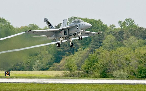 GE powers 'Green Hornet' fighter in biofuel flight 0