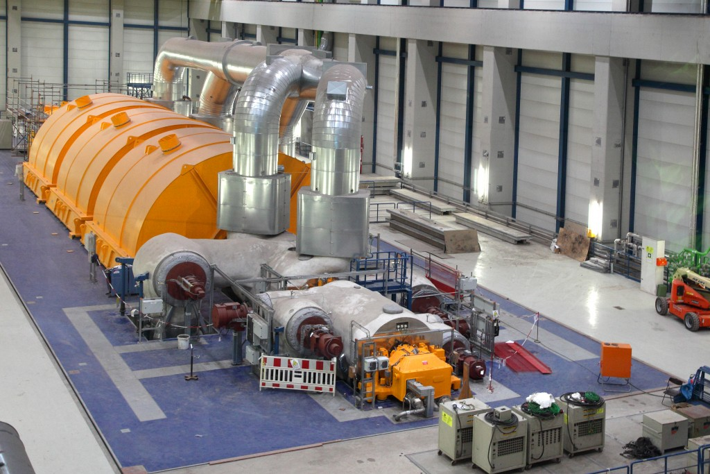 RDK8 Steam turbine in turbine hall